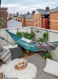 hängematte balkon teppich dekokissen