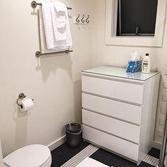 Achei bem diferente usar cômoda dentro do banheiro. Essa foto é do apê que ficamos lá na California! 💗🌸 #banheiro #usa🇺🇸 #apê #apartamento #decor #decoração