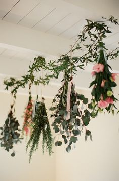 This Modern Romance   Hanging Flowers Over the Table > http://boards.styleunveiled.com/pin/bdf4880433deb05d33cd59e756e3ae6c