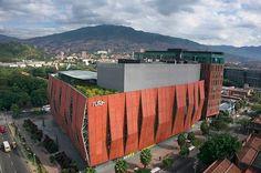 Edificio Ruta N (Medellín): | 22 Lugares que demuestran lo mejor de la arquitectura colombiana Study Abroad, Outdoor Furniture, Outdoor Decor, Architecture, World, Building, Places, Green, Photography