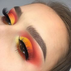 gelb-roter und orangefarbener Lidschatten yellow-red and orange eyeshadow, Orange Eyeshadow Looks, Orange Eye Makeup, Yellow Makeup, Colorful Eye Makeup, Pink Makeup, Cute Makeup, Cute Eyeshadow Looks, Bright Makeup, Smokey Eyeshadow
