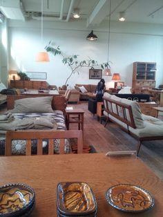 イメージ 1大阪のTruck Furnitureに椅子を見に行きました。
