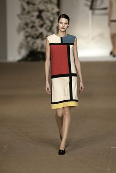 """"""" highqualityfashion: Yves Saint Laurent SS HC 02 """" _ """"In Yves Saint Laurent designed a collection of clothes in wool and jersey inspired by dutch artist Piet Mondrian. The Mondrian dress was. Vintage Ysl, Vintage Wear, Vintage Ladies, Vintage Outfits, Vintage Dress, Retro Fashion, High Fashion, Fashion Show, Vintage Fashion"""