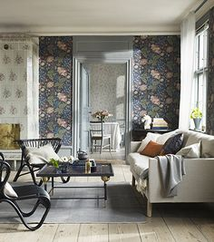 Discover modern living room design ideas on HOUSE - design food and travel by House & Garden. The Brunnsnäs wallpaper from Sandberg is a modern interpretation of a traditional floral. Decor, Modern Floral Wallpaper, Wallpaper Living Room, Living Room Design Modern, Living Decor, Interior Design, Living Room Decor, House Interior, Room