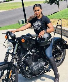 Café Racer Girl Biker Chick 57 - passions and fun - Motos Motorbike Girl, Motorcycle Outfit, Motorcycle Bike, Cafe Racer Girl, Lady Biker, Biker Girl, Vespa Scooter, Motos Harley, Chicks On Bikes