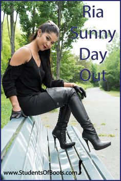 Ria ist an einem sonnigen Tag in Berlin unterwegs und trägt highheel Lederstiefel. Black High Boots, High Leather Boots, Black Leather Gloves, Long Boots, Thigh High Boots, High Heel Boots, Heeled Boots, High Heels, Knee Boots