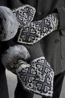 Kjaerlighetsvotter by Amanda Bjoerge | Lovers' mittens :)