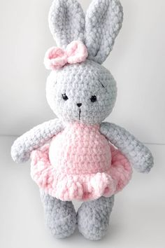 Look at these adorable amigurumi bunnies! Use this FREE crochet pattern to make your own plush bunny in dress. Easter Crochet Patterns, Crochet Bunny Pattern, Softie Pattern, Crochet Patterns Amigurumi, Cute Crochet, Crochet Yarn, Crochet Toys, Free Pattern, Crochet Gratis