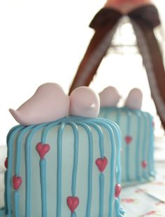 Love birds mini cakes