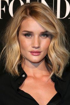 From dazzling golds to sparkling champagnes, see the most outstanding blonde hair color shades on our radar right now. Blonde Hair Colour Shades, Cool Blonde Hair, Hair Color Balayage, Blonde Balayage, Rosie Huntington Whiteley, Celebrity Hair Colors, My Hairstyle, Nice Hairstyles, Medium Hair Cuts