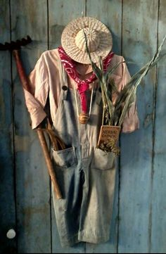 """33 Gorgeous Garden Scarecrow Ideas - Why not take some basic household items or even """"trash"""" and turn them into one-of-a-kind, beautiful garden art? Garden art, like all art, is often in . Scarecrows For Garden, Fall Scarecrows, Scarecrow Ideas, Primitive Scarecrows, Scary Scarecrow, Garden Whimsy, Garden Junk, Garden Tools, Garden Cottage"""