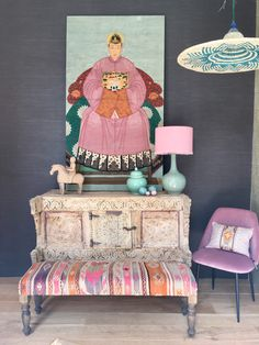 Kilim bench made of Turkish rug goes well with Indian cabinet and Chinese painting at La Vie Bohème. Chinese Cabinet, Chinese Wall, Modern Bedroom, Bedroom Decor, Wall Decor, Zen Space, Ibiza, Eclectic Living Room, Chinese Painting