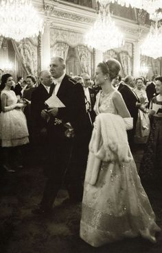 Princess Grace of Monaco with French President Charles De Gaulle. Paris, October 13, 1959.