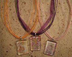 make melted bead necklaces? Crafts To Make, Fun Crafts, Arts And Crafts, Bead Necklaces, Beaded Jewelry, Bead Crafts, Jewelry Crafts, Melted Pony Beads, Diy Ideas
