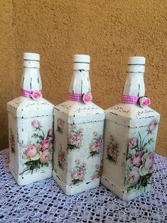 Decoupage Glass, Decoupage Art, Decoupage Vintage, Wine Bottle Art, Glass Bottle Crafts, Bottle Vase, Wine Bottle Centerpieces, Vases, Flower Bottle