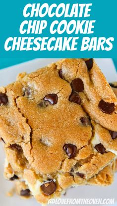 These Chocolate Chip Cookie Cheesecake Bars are irresistible! Everything you love about chocolate chip cookies combined with creamy cheesecake. This bar cookie recipe is always a hit! Creamy Cheesecake Recipe, Easy No Bake Cheesecake, Low Carb Cheesecake, Cheesecake Recipes, Cookie Recipes, Baking Recipes, Oven Recipes, Chocolate Chip Cookie Cheesecake, Cheesecake Cookies