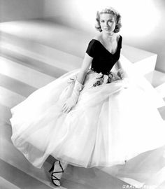 Grace Kelly... if only I could dress like this everyday... or at least one a week lol