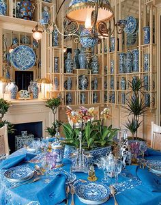 valentino's dinner table | In Valentino's Holland Park home, the table is set with 19th-century ...