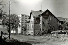 Poslední stojící dům v ulici Ivana Olbrachta. (29.9.1979) Bratislava, Czech Republic, Prague, Painting Inspiration, Snow, Cabin, House Styles, Photography, Outdoor