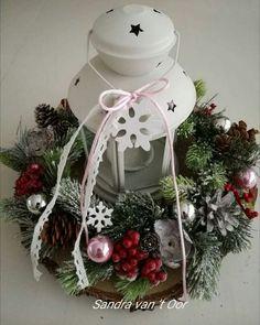 Christmas Flowers, Christmas Wreaths, Christmas Decorations, Holiday Decor, Homemade Christmas Gifts, Lanterns, Seasons, Crafts, Christmas Ornaments