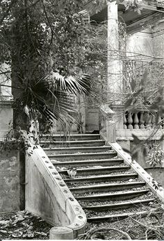 The entrance to Ambron villa, where Lawrence Durrell lived during the second world war