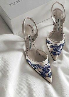 Pretty Shoes, Beautiful Shoes, Cute Shoes, Beautiful Models, Beautiful Bride, Blue Heels, White Heels, Dr Shoes, Me Too Shoes