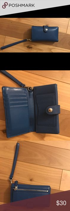 Pebbled Leather Coach Wallet In great condition, amazing quality leather. Holds an iPhone 6S. Coach Bags Wallets