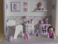 Cenário em mdf, decorados com peças em  madeira, resina e miniaturas em biscuit modeladas a mão.O papel de parede e as cores dos enfeites são personalizados do seu jeito.Para acrescentar personagens, consultar preço. R$ 135,00