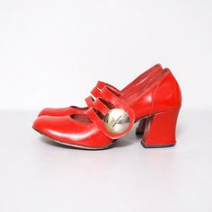 1960s Mary Jane Heels - I don't think I could pull these off... but whoever can... has an amazing personality. That's all I know. =)