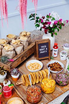 Host a flavorful fiesta this Cinco de Mayo with Watermelon Margaritas mixed with Bai and a DIY Taco Bar Sleepover Party, Snacks Für Party, Party Food Bars, Pizza Bar Party, Wedding Food Bars, Lunch Party Ideas, Taco Bar Wedding, Party Food Table Ideas, Healthy Recipes