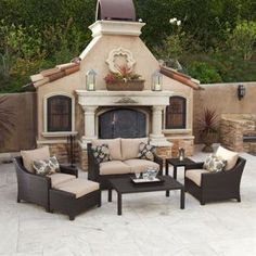 Such a pretty outdoor sitting area!
