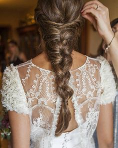 What are the different styles of bridal hairstyles in recent years? Looking for your favorite bride's hair design, how can. Unique Wedding Hairstyles, Easy Hairstyles For Long Hair, Braids For Short Hair, Creative Hairstyles, Loose Hairstyles, Bride Hairstyles, Summer Hairstyles, Short Hair Styles, Hairstyle Wedding