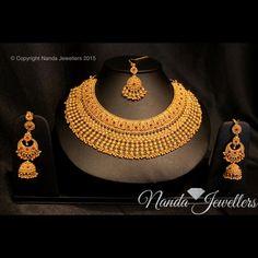 An elegant bridal necklace set in Gold. Indian Bridal Jewelry Sets, Bridal Accessories, Bridal Necklace Set, Gold Bangles Design, Amai, Necklace Designs, Jewellery Designs, Gold Jewellery, Bridal Jewellery