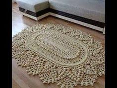 Tapete Russo Redondo em Crochê . 1/3 Por Vanessa Marcondes. - YouTube Rug Inspiration, Crochet Videos, Love Crochet, Crochet Doilies, Handmade Rugs, Macrame Knots, Crochet Designs, Crochet Patterns, Floor Rugs