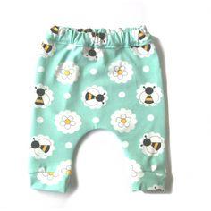 Hip baggy baby broekje. Katoenjersey,Hierdoor is het comfortabel voor je kleintje en kunnen ze het lang dragen. gemaakt in Nederland binnen 48 uur verstuurd gratis verzenden boven €30 eenvoudig ruilen of retourneren