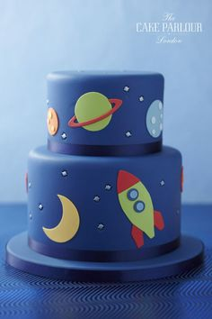 - Birthday Party - Kathi Lirenz -Space - Birthday Party - Kathi Lirenz - 15 Temas de Festa Infantil para Fugir do Óbvio 3rd Birthday Cakes, Boy Birthday, Free Birthday, Birthday Ideas, Rocket Birthday Parties, Space Baby Shower, Rocket Cake, Planet Cake, Galaxy Cake