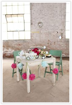 sweetheart table via the inspired bride