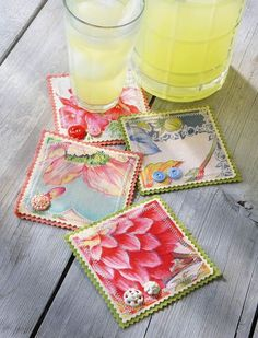 Hankie Coasters - Crafts 'n things (interesting concept would work with any fabric, like blue delft china patterned fabric to match dishes) Vintage Fabrics, Vintage Sewing, Vintage Linen, Vintage Crafts, Quilting Projects, Sewing Projects, Sewing Ideas, Craft Projects, Handkerchief Crafts