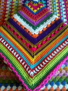 Beautiful! The blog is in Spanish & there are no instructions but there are lots of pictures of gorgeous afghans.