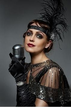 However, many people can be worried about how to carry off the vintage great Gatsby makeup look. The number one piece of advice, though, has to be to find pieces that you fall in love with and not … Great Gatsby Makeup, Great Gatsby Outfits, Great Gatsby Headpiece, Flapper Headpiece, Great Gatsby Fashion, Flapper Costume, Flapper Makeup, Roaring 20s Fashion, Roaring Twenties