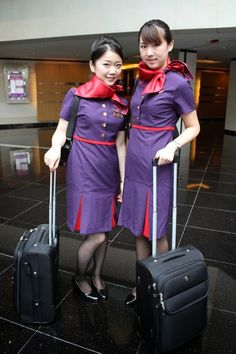 World stewardess Crews: Hong Kong Airlines beautiful stewardesses give passengers a nice smile Airline Attendant, Flight Attendant, Air Hostess Uniform, Hong Kong Airlines, Stewardess Costume, Airline Cabin Crew, Airline Uniforms, Intelligent Women, Military Women