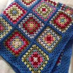 Hompesun Crochet Blanket: Lovingly handcrafted wooly knee blanket to keep the winter chills at bay. Crochet Afghans, Granny Square Häkelanleitung, Crochet Granny Square Afghan, Crochet Quilt, Crochet Blocks, Afghan Crochet Patterns, Crochet Squares, Crochet Motif, Crochet Yarn