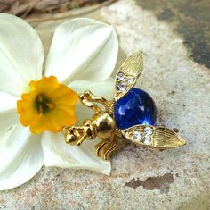 Vintage Jelly Belly Trembler Insect Blue Lucite Rhinestone