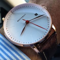 Style and elegance in a minimalist watch Brathwait in rose gold and automatic…