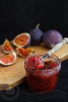 dulceata de smochine cu vin rosu 1 Romanian Food, Romanian Recipes, Meals In A Jar, Diy Food, Grapefruit, Preserves, Quinoa, Deserts, Food And Drink