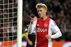 Ajax heeft woensdagavond in het KNVB-bekertoernooi een 2-0 overwinning geboekt op De Graafschap. Hiermee bekeren de Amsterdammers door naar de derde ronde van het toernooi. Het waren uiteindelijk Viktor Fischer en invaller John Heitinga die de beide doelpunten voor hun rekening namen in de half gevulde ArenA.