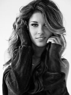 shenae grimes..she's so gorgeous! new girl crush! love her style