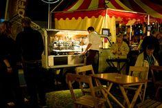 mobiele koffiebars kunt inhuren voor allerlei verschillende events zoals feesten, braderieën of een workshop. Een rollende koffiebar dus!