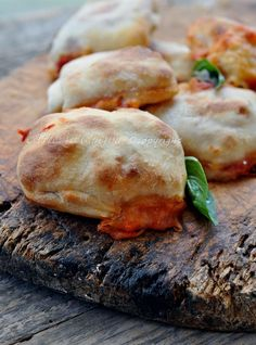 Fast stuffed buns without yeast Vickyart Pizza Recipes, Bread Recipes, Cooking Recipes, Best Italian Recipes, Favorite Recipes, Focaccia Pizza, I Love Pizza, Sweet Cooking, International Recipes