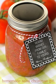 A great Christmas Gift - Homemade Salsa with free printable tags { lilluna.com }